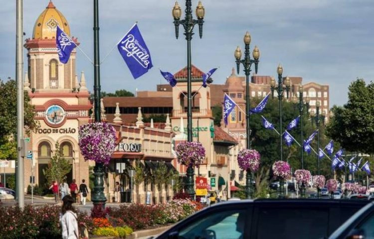 Royals Fever on the Country Club Plaza!